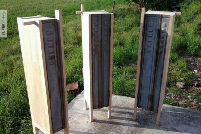 """armoire """"ballad blue"""" design par Studio SUPERSTRATE- mobilier en bois d'érable et volet persienne métallique"""