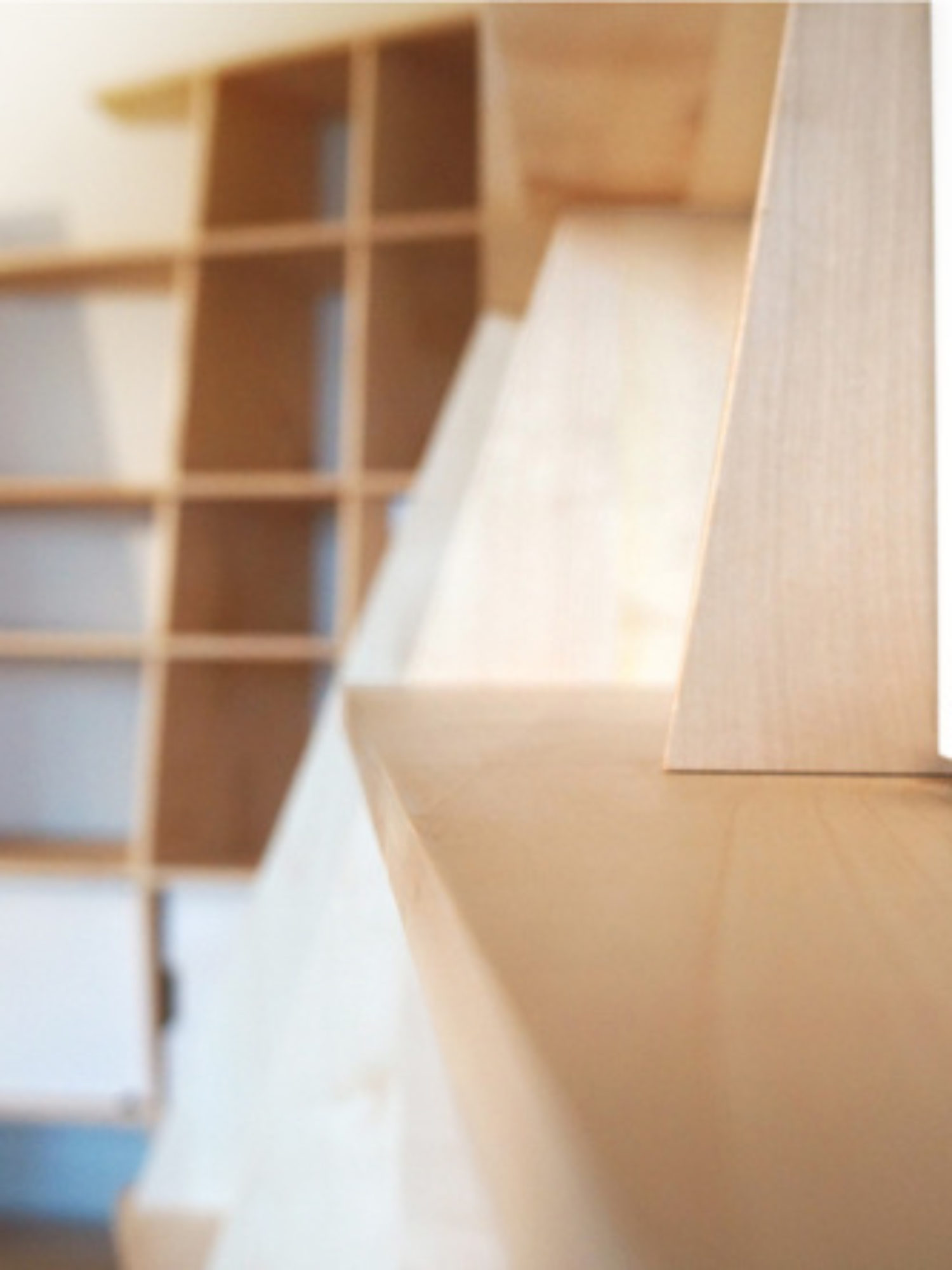 BIBLIOTHÈQUE • Un meuble d'angle sur-mesure au design atypique