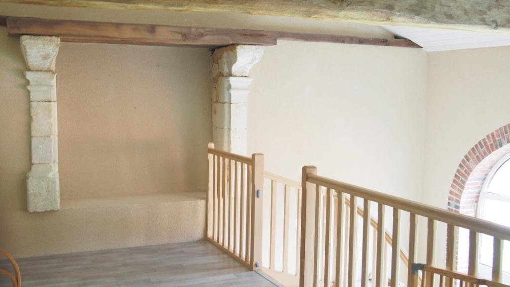 mobilier sur mesure, bibliothèque suspendu en Erable et acier laqué blanc design et fabrication studio SUPERSTRATE
