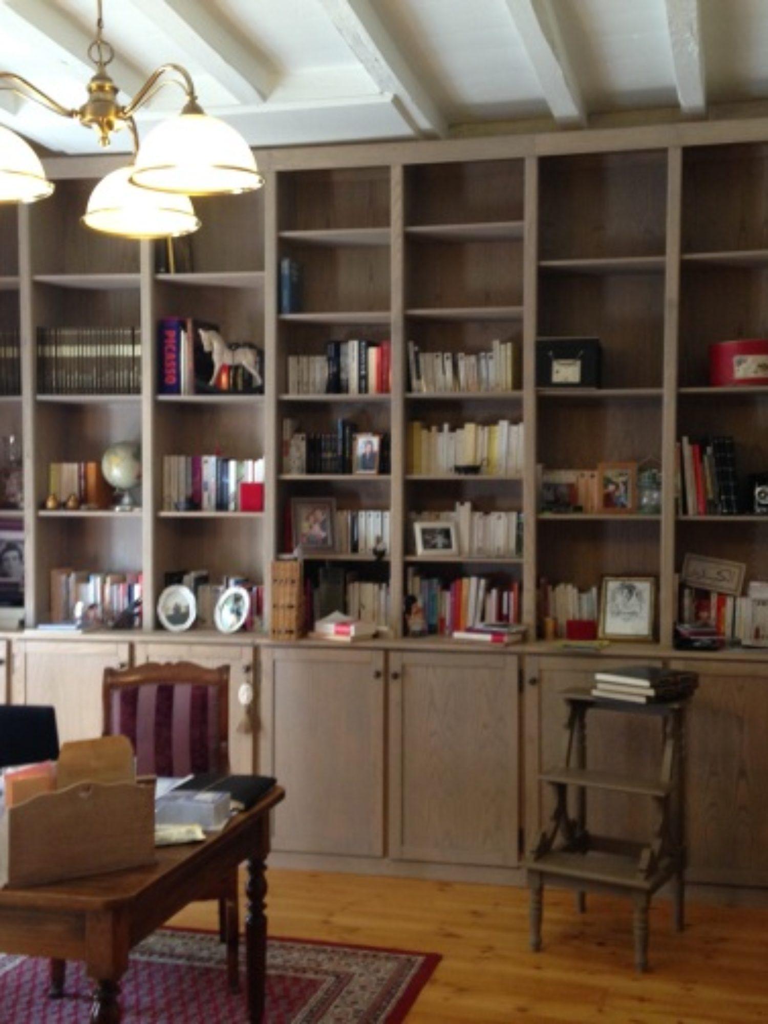 BIBLIOTHÈQUE • Un meuble sur-mesure au design authentique toute hauteur