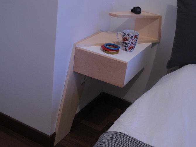 chambre à coucher meuble sur-mesure en MDF laqué blanc et bois d'érable sycomore clair design et fabrication par le studio Superstrate toulouse
