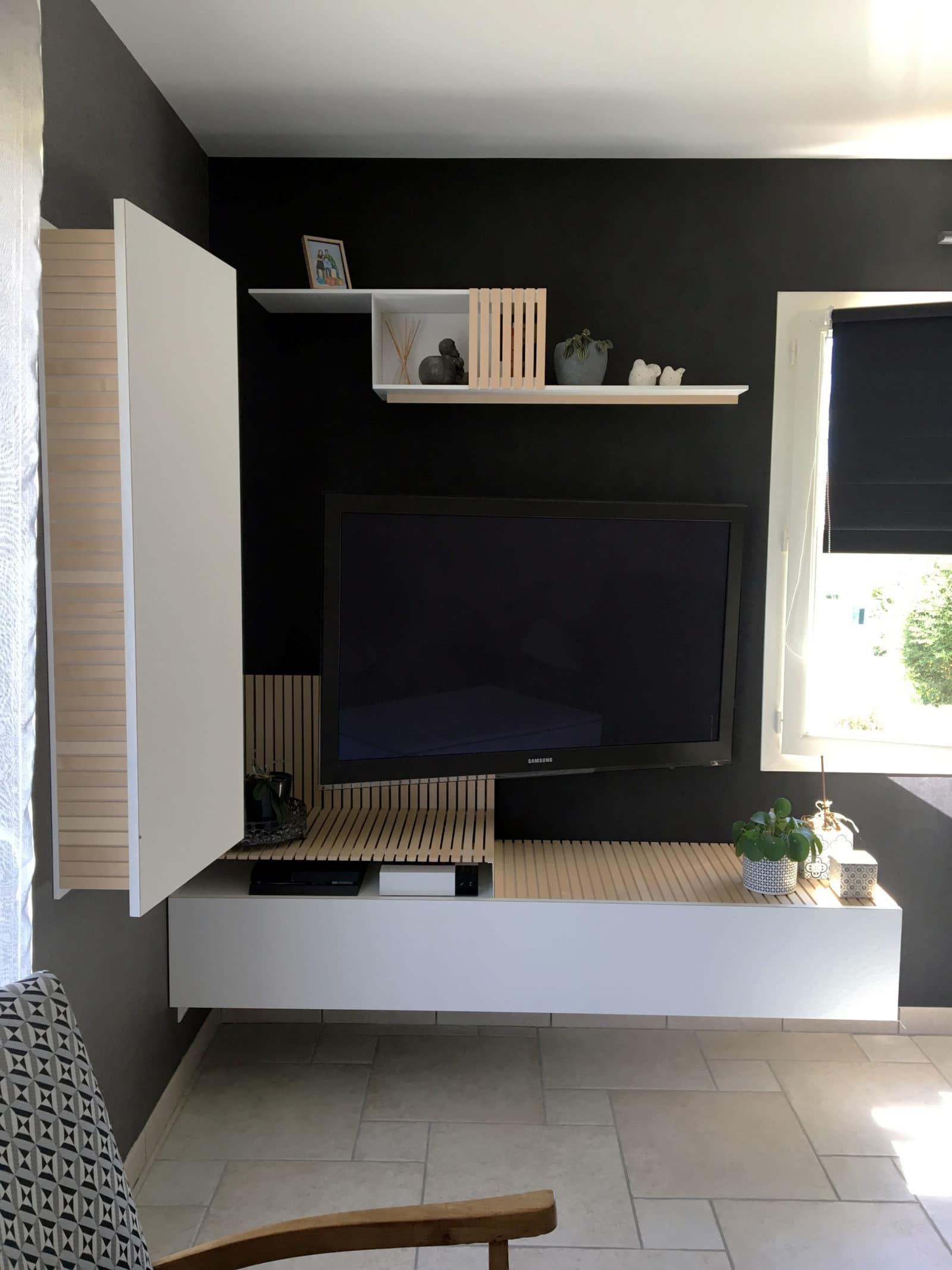 MEUBLE TV • Un meuble sur-mesure au design minimal et aérien