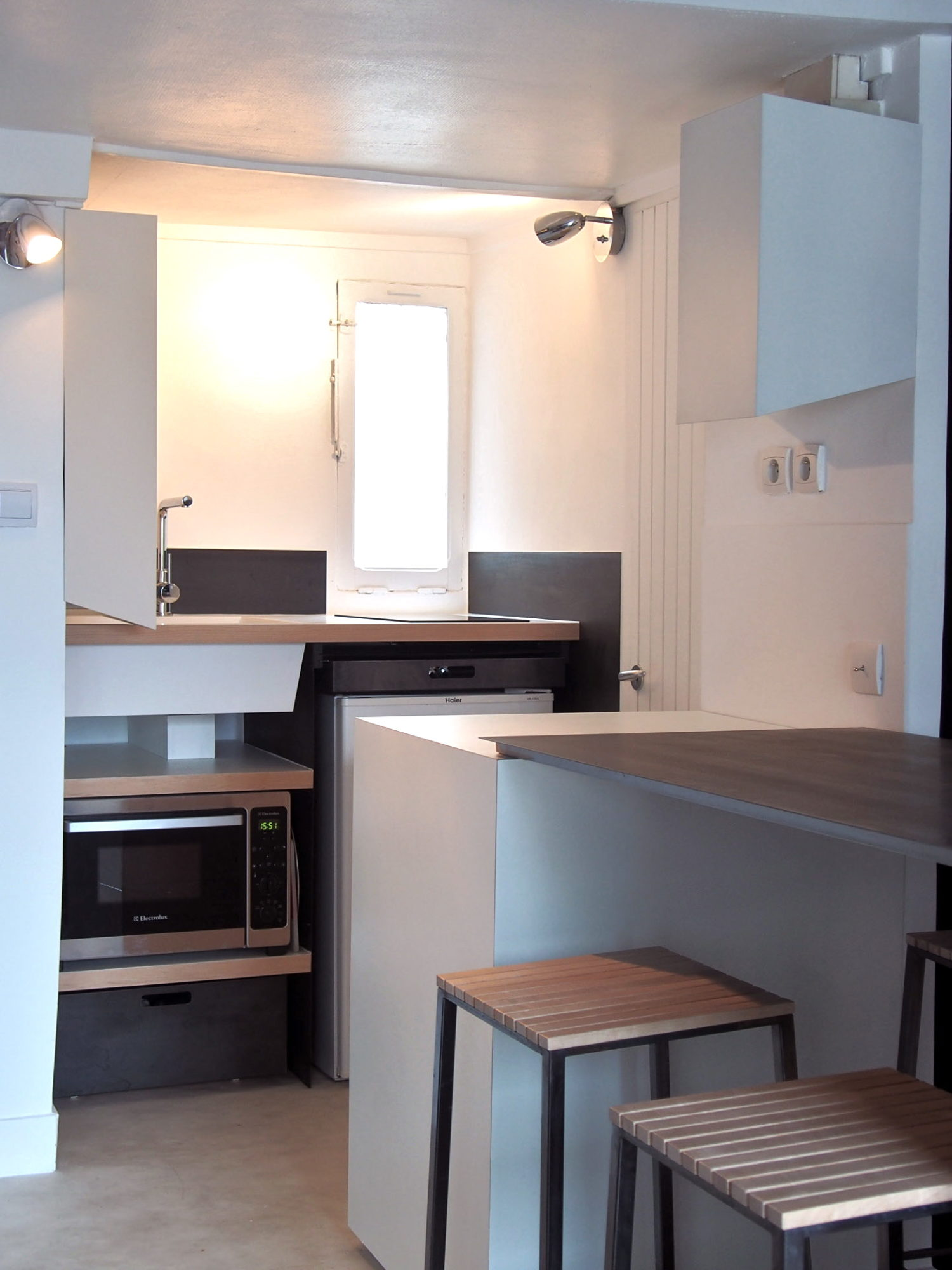 CUISINE • Studio parisien, intégrer un espace cuisine et table à manger