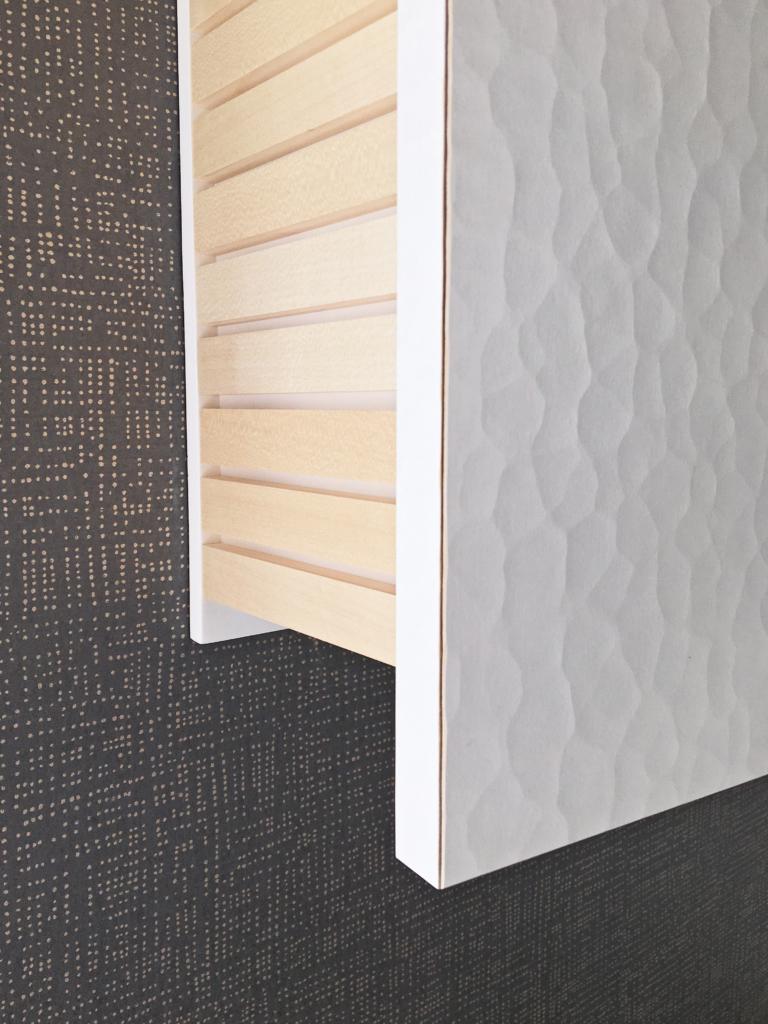 mobilier sur mesure au design minimal blanc et bois d'érable clair par le studio de design, architecture d'intérieur et fabrication de mobilier à toulouse