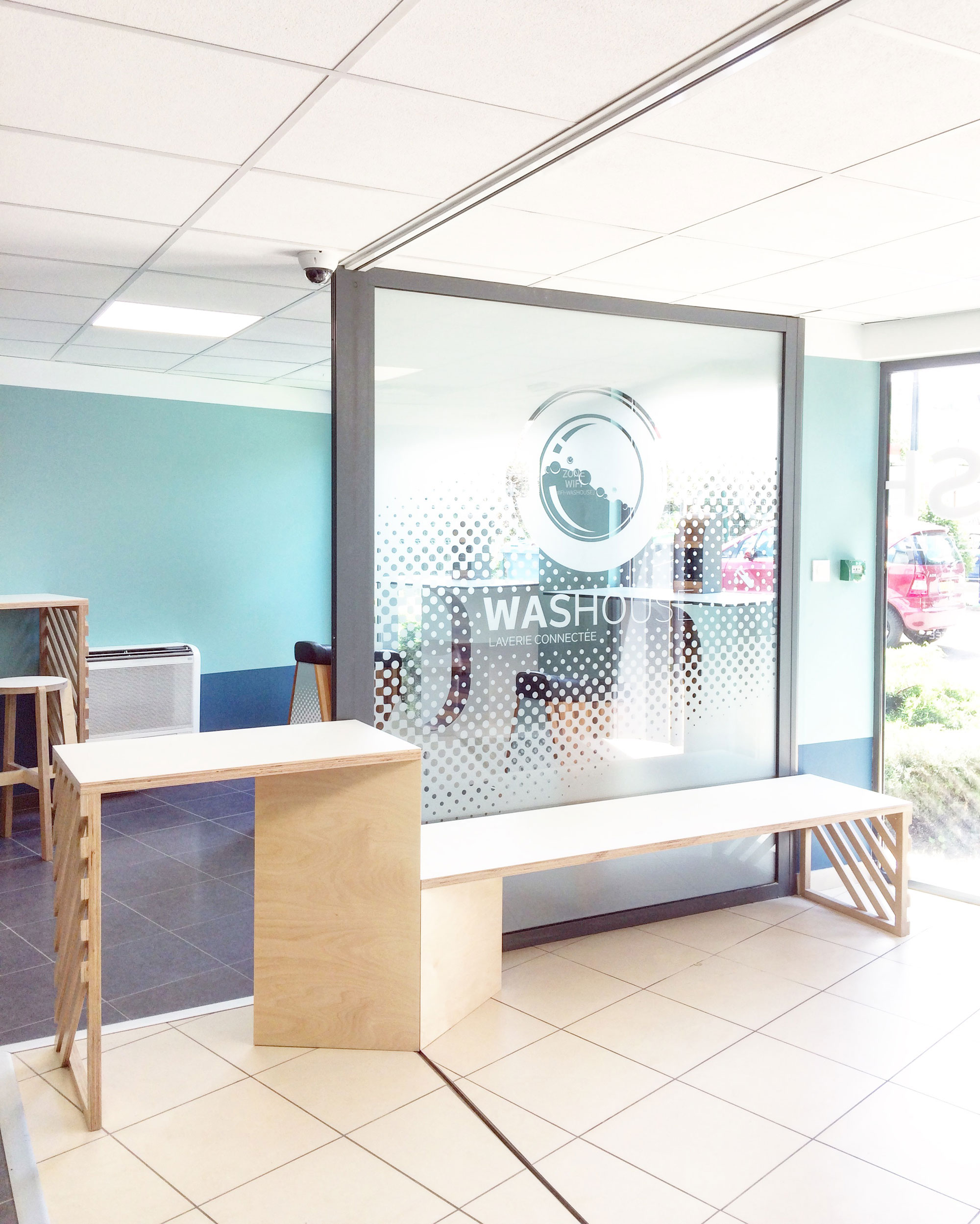AGENCEMENT MAGASIN • Mobilier sur-mesure pour une franchise de laverie connectée