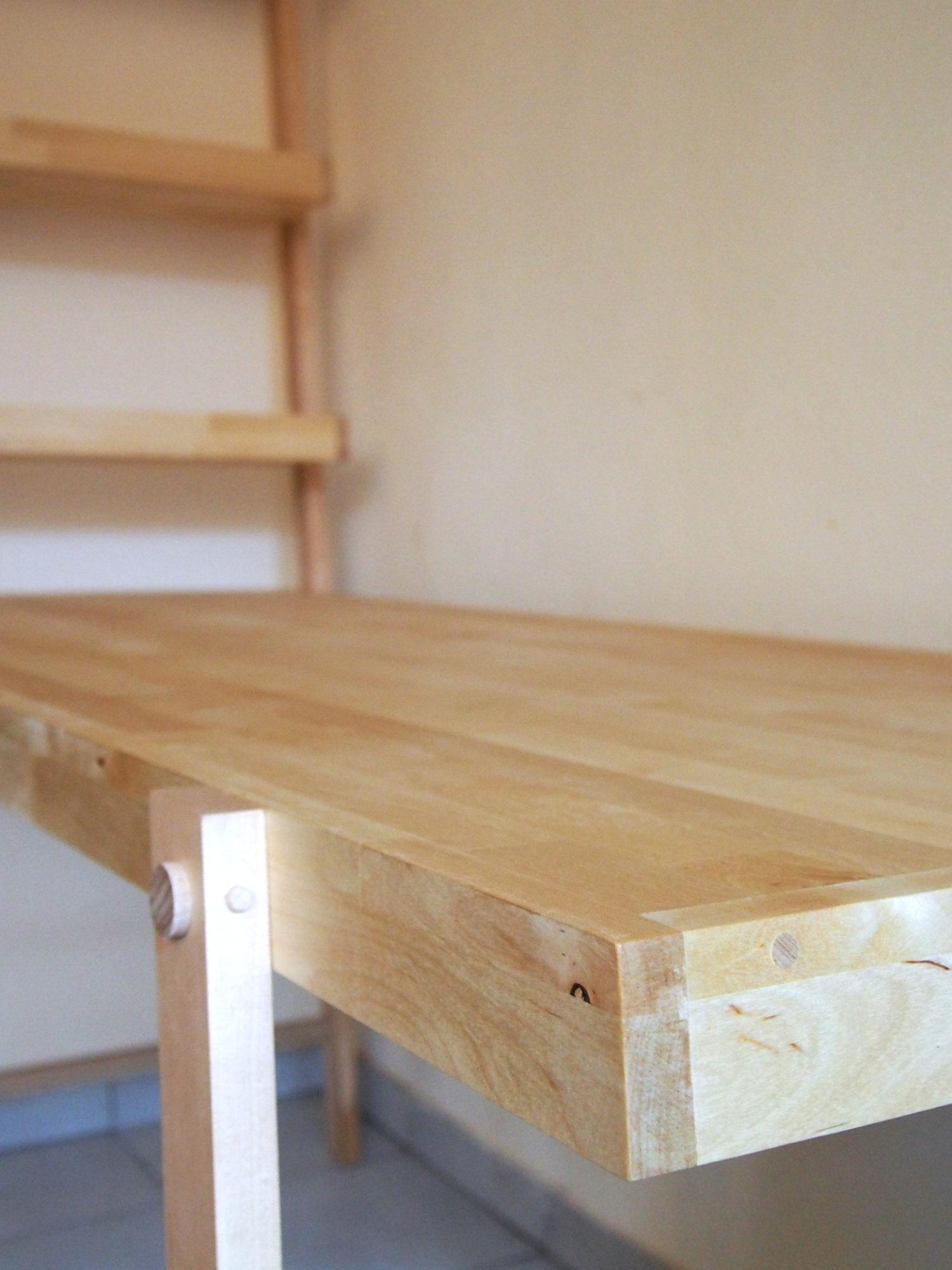 BUREAU BIBLIOTHÈQUE • Une solution de mobilier sur mesure intéressante pour combiner 2 fonctions.