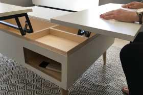 mobilier sur mesure, table basse relevable sur mesure en stratifié effet martelé oberflex, laque blanc mat et érable sycomore, design et fabrication studio superstrate Toulouse