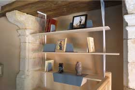 mobilier sur mesure, bibliothèque sur mesure, création originale en bois d'érable et acier blanc, design et fabrication studio superstrate Toulouse